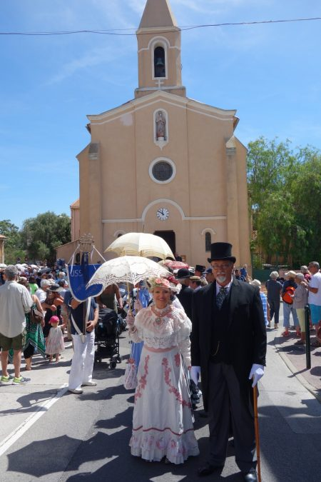 Devant l'église